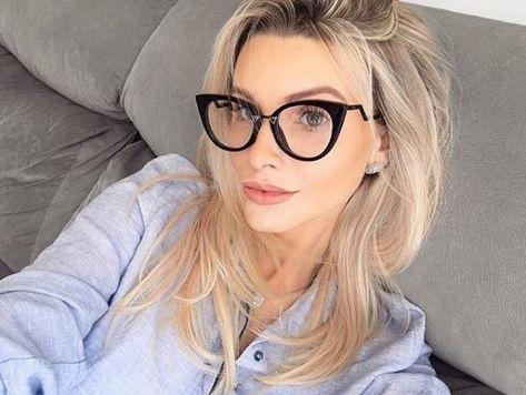 8388cf636259a Os óculos de grau da  Fendi são super estilosos e modernos! Arrasando…