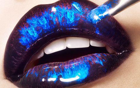 I wish they had a blue lip gloss like this!!!