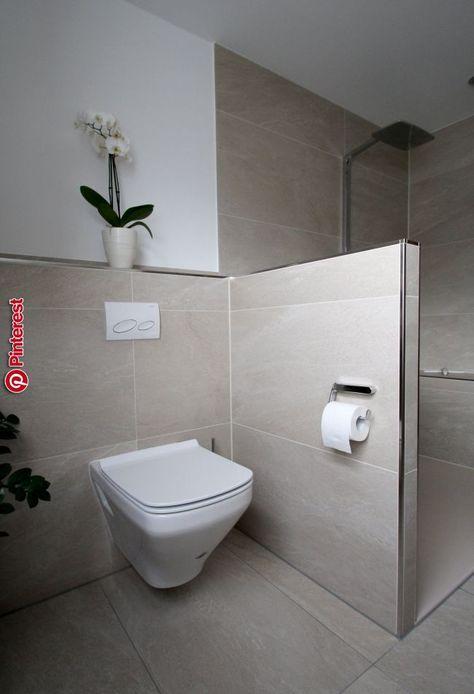 Seniorengerechtes Bad In Naturtonen Badezimmer Kleine Badezimmer Badezimmer Dusche Fliesen