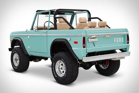 Named for the famed private golf club in southern Florida, this 1970 Ford Bronco from OH-based Classic Ford Broncos is a perfect seaside ride. It's powered by an all-aluminum, Ford Racing Coyote engine, mated to a four-speed automatic with. Classic Ford Broncos, Classic Bronco, Classic Trucks, Best Classic Cars, Vw Vintage, Vintage Trucks, Old Trucks, Cj Jeep, Chevy Trucks