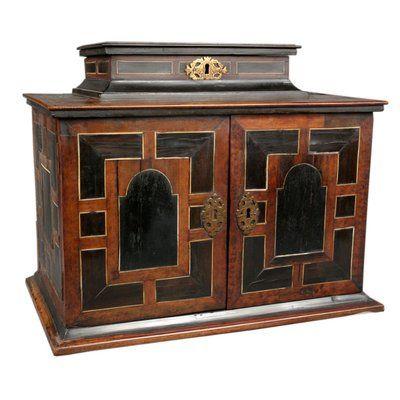 Cabinet D Epoque Flamand Milord Antiques Montreal Armoires En Noyer Cabinet Mobilier