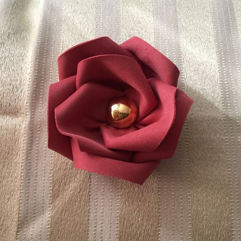 Brooch made out of neoprene. #fabricflowers #rose