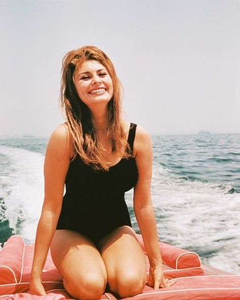 On Board - Rare and Magnificent Photos of Sophia Loren - Photos