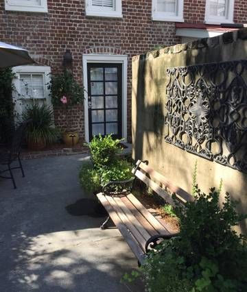 Charming 2 Bdrm Carriage House By Marion Square Houses For Rent In Charleston Renting A House Carriage House Patio
