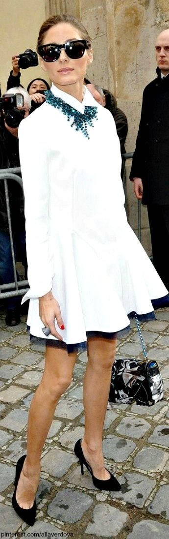 The tulle, navy pumps, purse and statement piece jewelry says we ♥ Olivia Palermo's style.