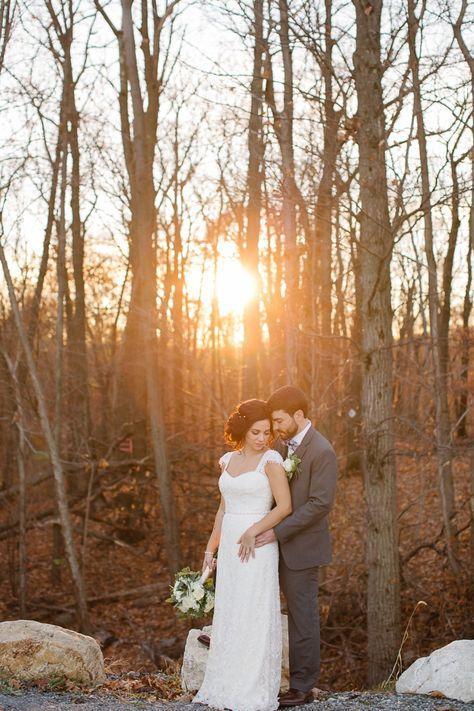 The bride and groom wedding photos at golden hour in the woods at Rock Island Lake Club wedding venue | Photo: Monica Mendoza #njweddingvenue #weddingvenue #brideandgroom #weddingphotos #weddingdayphotos #brideandgroomphotos #lakeweddingvenue #woodsywedding