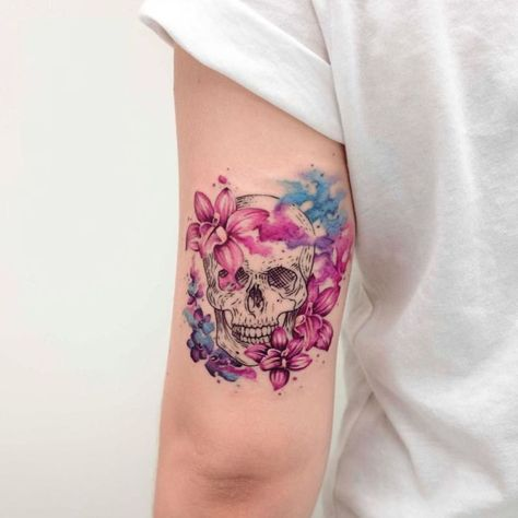 What is a watercolor tattoo and what are the pros and cons of watercolor tattoos? Undoubtedly this style is one of the most spectacular forms of body art.