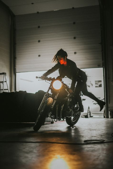 Harley davidson motorcycles photos are readily available on our internet site. Have a look and you wont be sorry you did. Cafe Racer Girl, Cafe Racer Style, Cafe Racer Bikes, Badass Aesthetic, Character Aesthetic, Aesthetic Girl, Lady Biker, Biker Girl, Style Moto