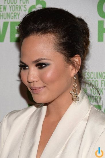 Chrissy Teigen With Gunmetal Eye Makeup See More Beauty Looks For Wedding Gues Wedding Guest Hairstyles Bridesmaid Hair Wedding Makeup