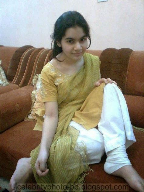 Desi teen nude in out