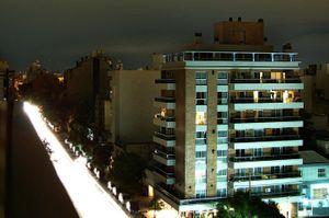 Principal ingreso al barrio por Avenida 24 de Septiembre.
