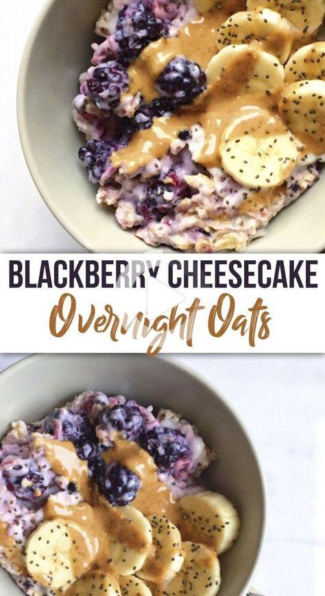 Ein Frühstück Schüssel so nachsichtig gesund, könnte es als Nachtisch abgehen! Cremig, Blackberry Cheesecake über Nacht Hafer, die in köstlichen Kokos Joghurt und verpackt mit allen Supernahrungsmitteln getränkt werden! #gesunderezepte