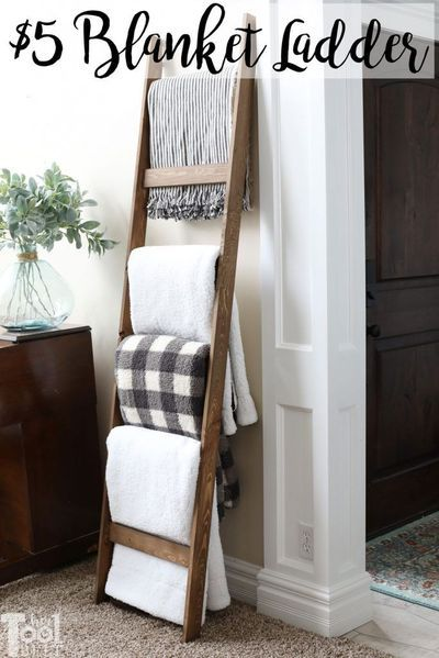 $5 blanket ladder - free plans to build this simple blanket ladder to store your favorite throws! Farmhouse Diy, Home Diy, Decor Crafts, Wood Diy, Furniture Makeover, Decorating Blogs, Diy Decor, Trending Decor, Diy Furniture Projects