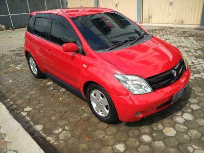 Dijual Mobil Toyota IST Build Up 1,3 Matic 2005 Warna Merah