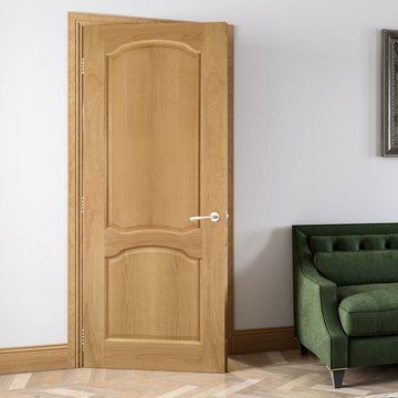 Deanta Louis Real American Oak Veneer Door 1 2 Hour Fire Rated Unfinished Lifestyle Image Oakdoor Paneldoor Fire Doors Veneer Door Oak
