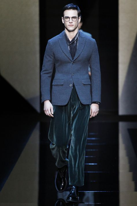 Giorgio Armani Fall 2017 Menswear collection, runway looks, beauty, models, and reviews.