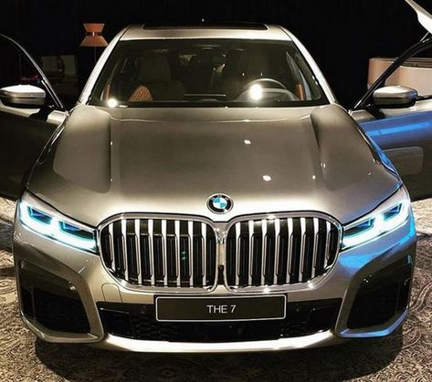 How Bmw S 7 Series Face Evolved From Glorious Great White To Obnoxious Whale Shark Carscoops Bmw 7 Series Bmw Bmw Series