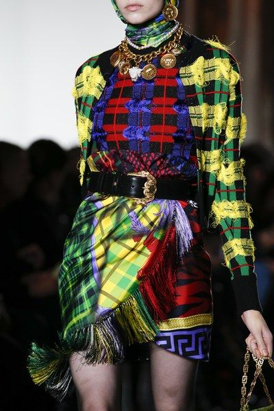 Fashion Versace Fall 2018 Ready-to-Wear Collection - Vogue - The complete Versace Fall 2018 Ready-to-Wear fashion show now on Vogue Runway.