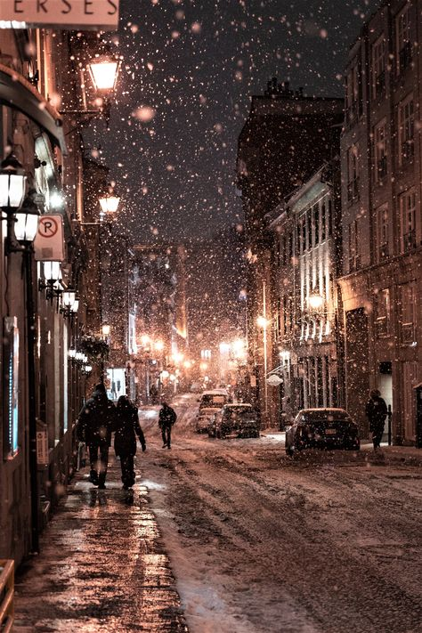 Travel Destinations Calling Your Name A Snap Shot of the beautiful French city of Montreal, Quebec highlighting it as a top travel destination for your bucket list. Cosy Christmas, Christmas Feeling, Quebec City Christmas, Christmas Weather, Christmas Time, Canada Christmas, New York Christmas, Christmas Travel, Christmas Scenes