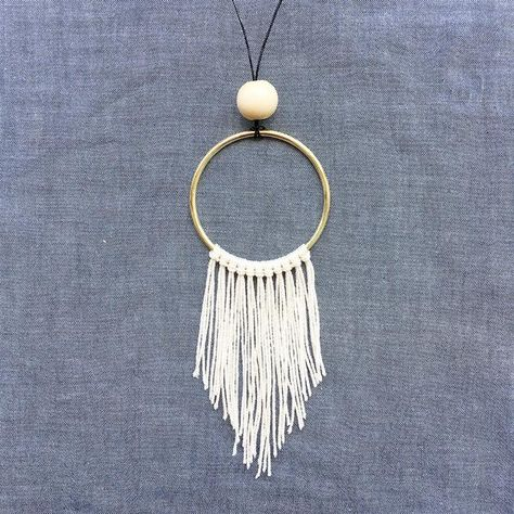 DIY: Boho Fringe Necklace Recently, while gazing at our collection of rad macrame supplies in our Brooklyn store, we got. Macrame Colar, Macrame Rings, Macrame Necklace, Macrame Jewelry, Boho Jewelry, Fashion Jewelry, Diy Jewelry Necklace, Pearl Necklaces, Delicate Jewelry