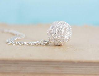 bijoux tricot en fil d'argent