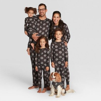 Mens Festive Animal Family Holilday 2 Piece Pajama Set Gray//Red Wondershop