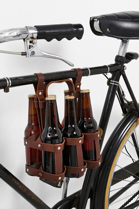 Fyxation Bike Holder – Stone Brewing Fyxation Bike Holder If only I had a bike to carry all my craft beer home. Bici Retro, Velo Retro, Velo Design, Craft Bier, Bicycle Accessories, 6 Packs, Leather Working, Leather Craft, Brewery