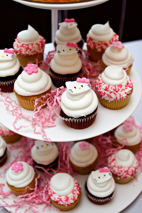 Sweet & Simple. Would be great to fill in a dessert table. The cupcakes with sprinkled edges would look great in an ice cream cone too.