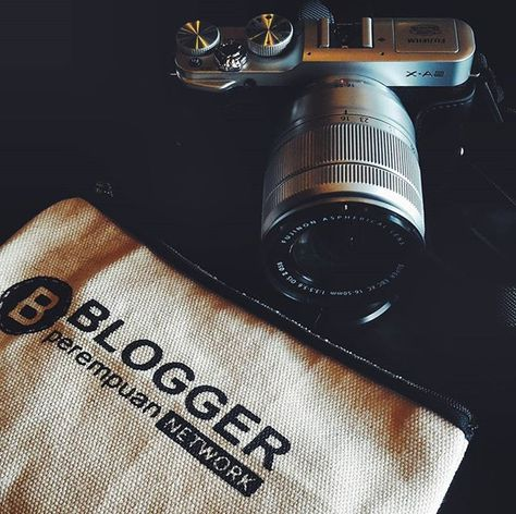 This is my gear as a blogger. Ngobrol cantik bersama @bloggerperempuan kali ini…