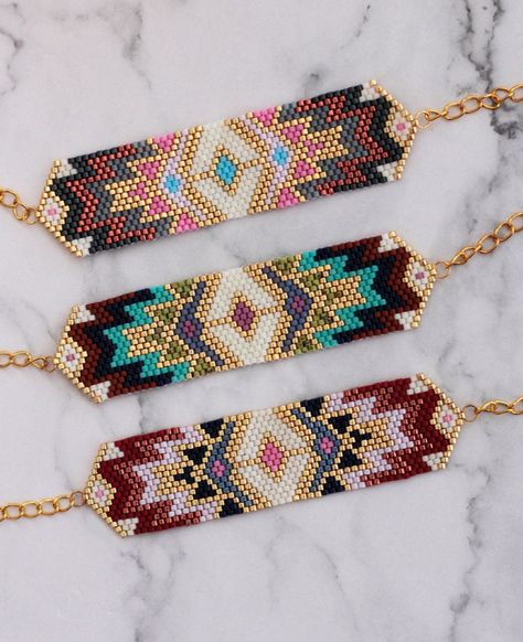Bead Loom Designs, Beadwork Designs, Bead Loom Patterns, Beaded Jewelry Patterns, Handmade Jewelry Designs, Bracelet Patterns, Beading Patterns, Diy Accessoires, Bead Loom Bracelets