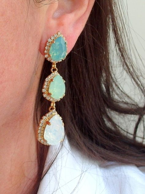 #weddings #jewelry #earrings #bridesmaidgift #bridalearrings #swarovskiearrings #chandelierearrings #statementearrings #dangleearrings #dropearrings #opalearrings #mintopalearrings #mintwhiteopal #opaljewelry #mintwedding