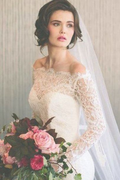Rx 1709 Short Wedding Hairstyles Vintage Inspired Curls With Cathedral Veil Short Wedding Hair Vintage Wedding Hair Veil Hairstyles