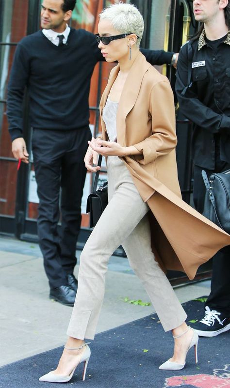 Zoe Kravitz Proves These Are the #1 Spring Trousers for Short Girls via @WhoWhatWearUK