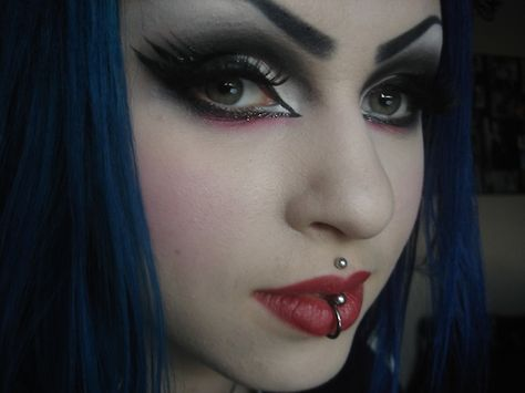 rottenzombiefairy:    i was watching Elvira: Mistress of the Darkness this morning.. and got inspired! ^__^