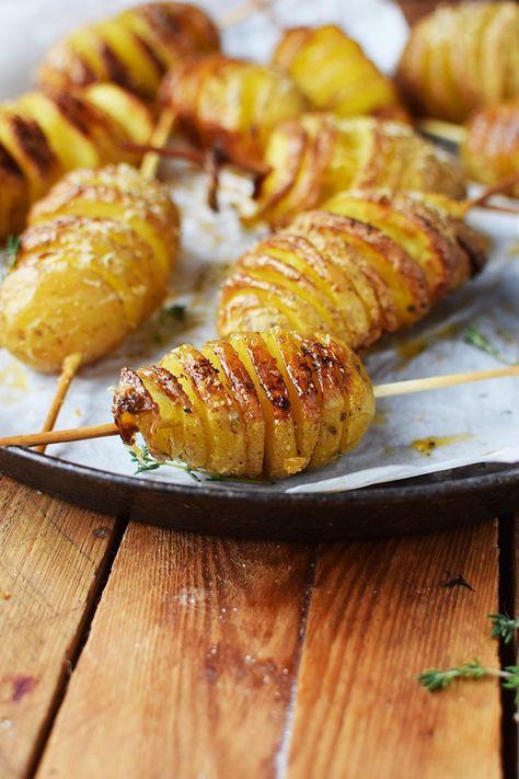 Fächerkartoffeln am Spieß: ein Lagerfeuer Snack