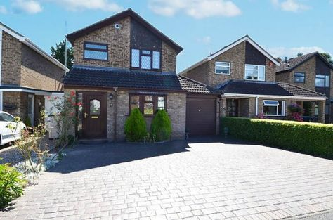 To Let: Conway Close,  The property has been extended to offer you three bedrooms, two reception rooms and two bathrooms. Accommodation is well proportioned, with a good size garden, garage and off street parking. £1500 pcm | The Frost Partnership Estate Agents in Flackwell Heath