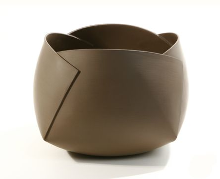 Very Very interesting ceramic bowl. Something I definitely I will have to experiment and try when I get back in the studio.    http://www.architectlines.com/accessories/ann-van-hoey-origami-etude-geometrique-ceramics.html