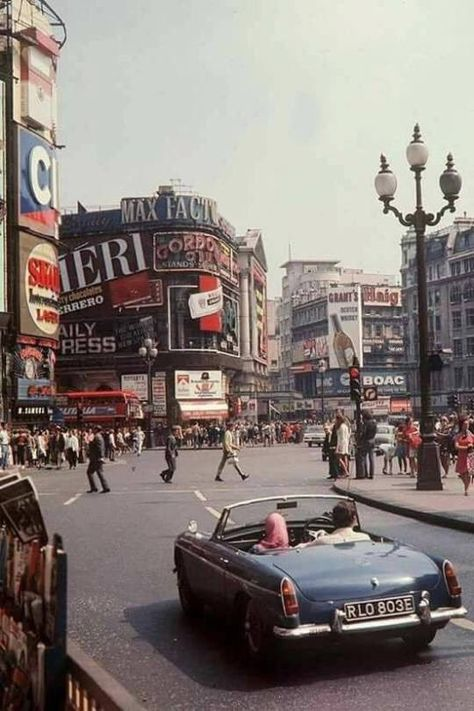Piccadilly Circus Central London England In 1967
