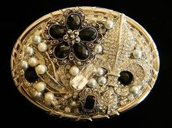 PIECES OF JEWELRY BELT BUCKLE