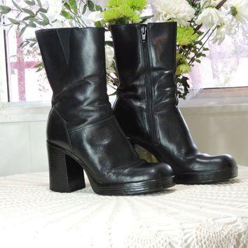 faba8cc8b11b6 Chunky 90s boots / US 7.5 / black leather boots / mid calf platform ...