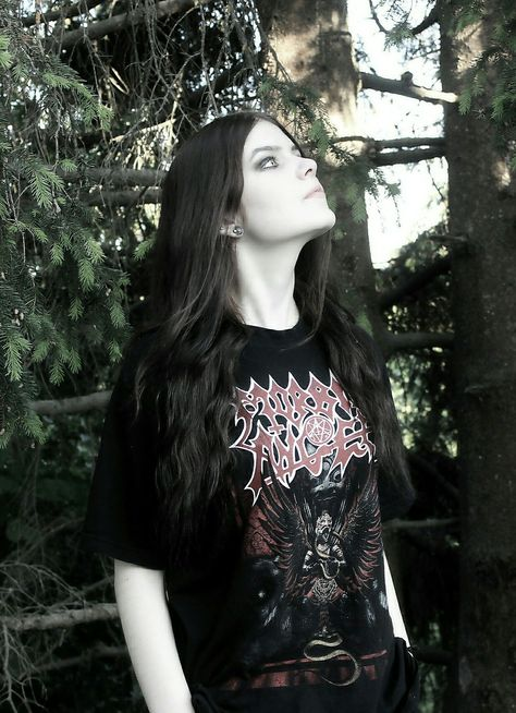 As a metalhead women myself, all I can say is THIS GIRL LOOKS SO BEAUTIFUL SHE IS KILLIN IT