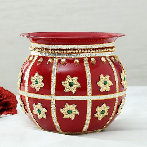 This Karwa is very carefully decorated with stunning Rajasthani Gota  Mirror work. #karvachauth #navratri #diwali #indianbride #mehndi #india #indian #indianfestivals #happy #festival #love #celebration #festivals #ethnic #ethniclook #deepavali #sarees #festive #happydiwali #diwalispecial #diwaligifts #traditional #traditionallook #happykarvachauth #indiakigitingsite #onlineshopping #onlinegiftshop #personalizedgifts