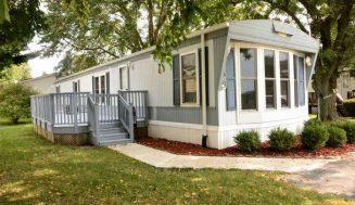 80 Unique Pallet Projects You Can Build For Less Than 50 Mobile Homes For Sale Remodeling Mobile Homes Mobile Home Porch