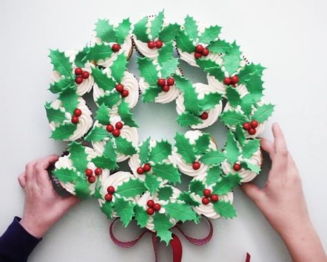 How To Make A Red And Green Cupcake Wreath