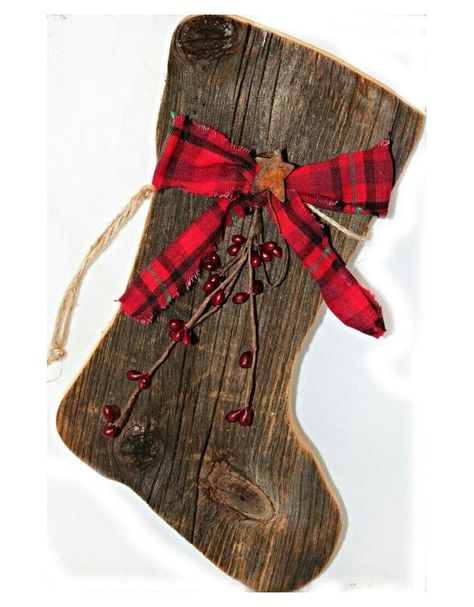 Our primitive barnboard Santa boots are adorned with a Christmas homespun bow, red pip berries, and a rusty star. Perfect for any primitive Christmas decor. *Christmas homespun may vary slightly.* The - Diy for Home Decor Rustic Christmas, Winter Christmas, Christmas Ideas, Wooden Christmas Crafts, Wooden Christmas Decorations, Country Christmas Crafts, Primitive Christmas Decorating, Christmas Cards, Pallet Christmas