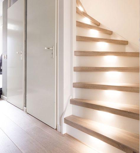 dichte-trap-met-trapverlichting-upstairs-traprenovatie-san-diego-oak