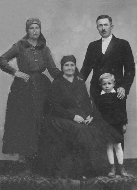 Felnémeti család Sütő (Barát) József, Szűcs Margit, Szűcs Sándorné és Sütő Jóska Fotó: Sütő Attila