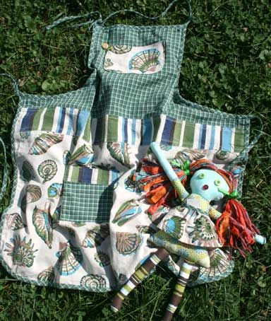Love this apron - the colors, the fabric combination, the style, all of it!