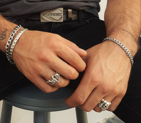 Hands With Rings, Rings For Men, Silver Man, Mens Silver Rings, Gold Rings, Men's Jewelry Rings, Paper Ring, How To Wear Rings, Biker Rings