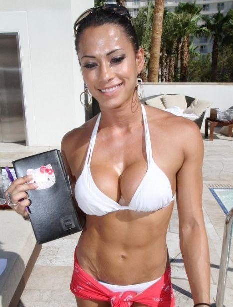 nasty-sexy-fitness-babes-immagini-alessia-marcuzzi-porno-nuda